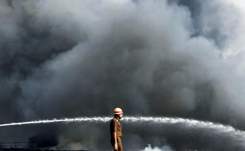 Пожар на складе химических материалов