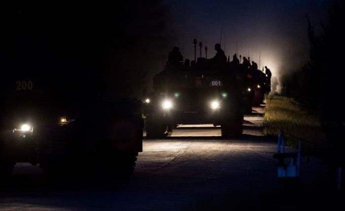 В настоящее время в учениях Noble Jump 19 на полигоне Zagan в Западной Польше принимают участие 2500 немецких, голландских и норвежских военнослужащих и 1000 транспортных средств, сообщает kratko-news.com.