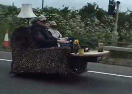 диван на колесах