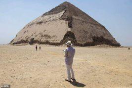Египет открыл две свои самые старые пирамиды