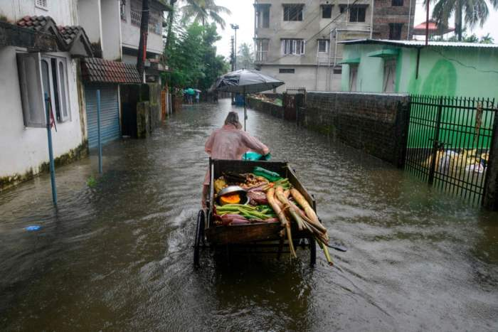 После сильного муссонного дождя