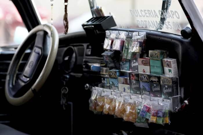 Сладости и сигареты продаются в такси