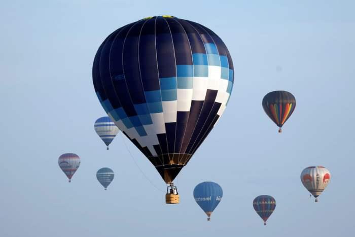Сотни воздушных шаров