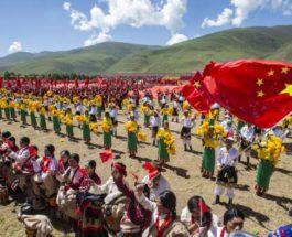 Тибетцы выступают