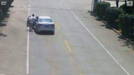 остановил машину