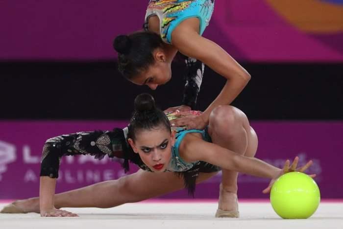 Во время художественной гимнастики