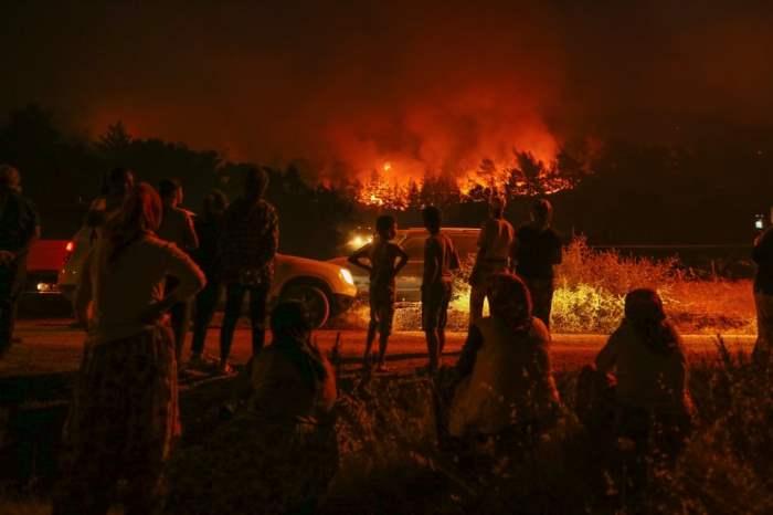 Пожарные борются с целым рядом пожаров