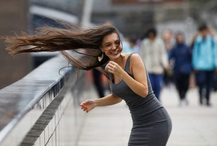 Сильный ветер в центре Лондона.