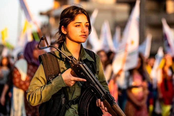 Член курдской полиции