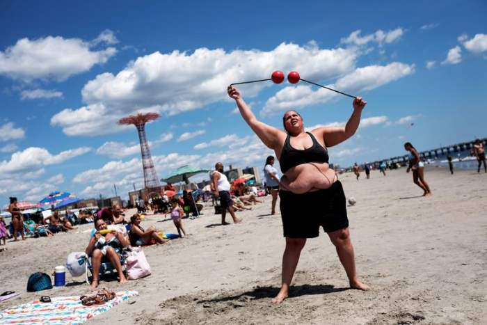 на пляже Кони-Айленд