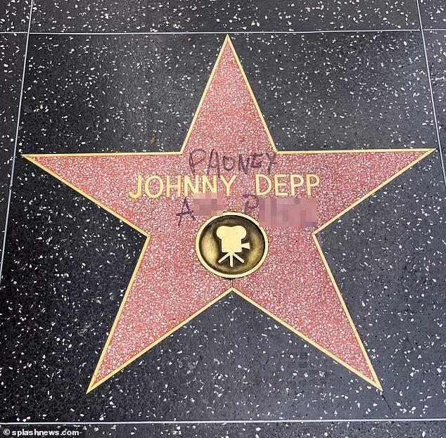Вандалы осквернили звезду Джонни Деппа