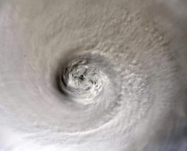 Глаз урагана «Дориан»