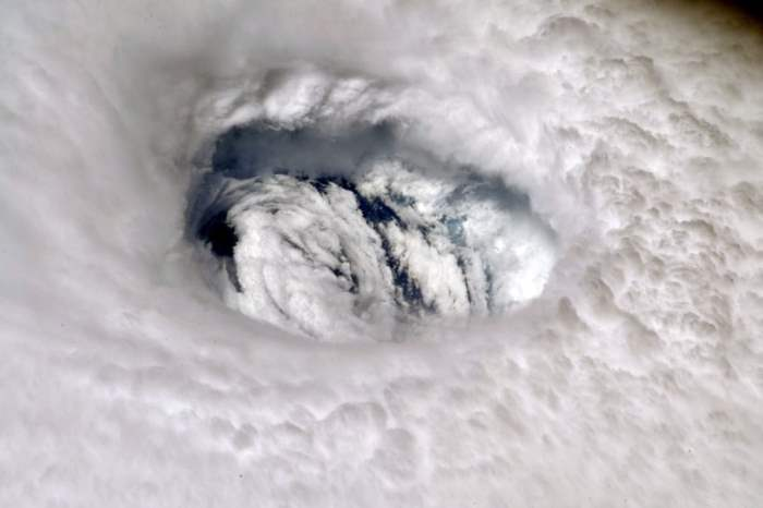 Глаз урагана Дориан
