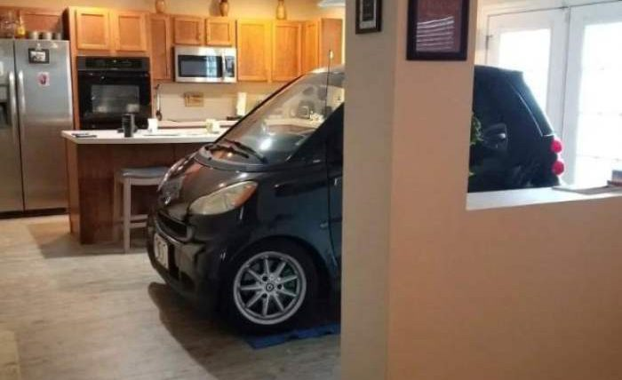 машина на кухне