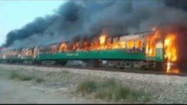 Пакистан взрыв поезда
