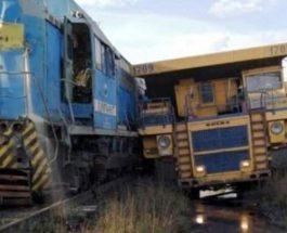 Столкновение БелАЗа с поездом