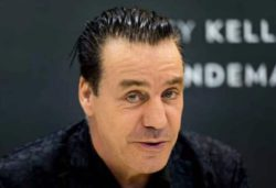 Вокалист Rammstein повторил легендарную фотографию The Beatles