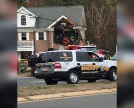 Машина влетела во второй этаж дома
