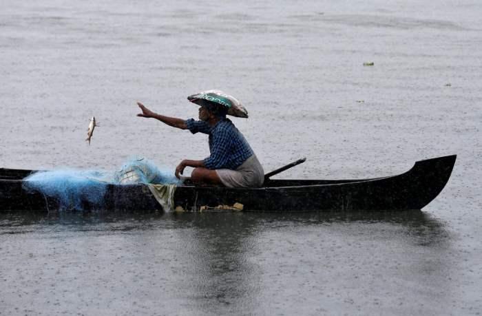 Рыбалка в водах озера Вембанад