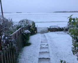 Снег возле города в Глостершире