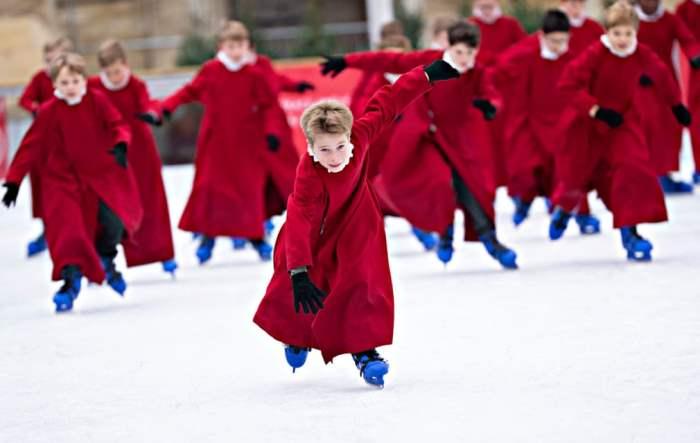 Хористы выходят на лед