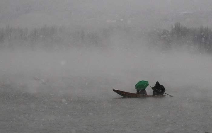 гуляют на лодке