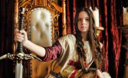 Новое исследование показывает, что королевы были гораздо более воинственными, чем короли