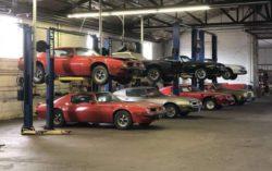 Коллекция редких спортивных автомобилей провела 20 лет в заброшенном гараже (ФОТО)