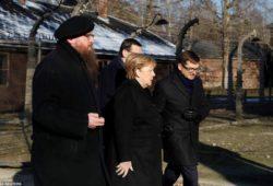 Ангела Меркель впервые посетила Освенцим в преддверии 75-й годовщины освобождения лагеря смерти