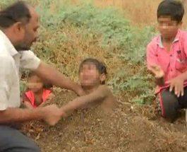 В Индии родители хоронят детей-инвалидов живьем