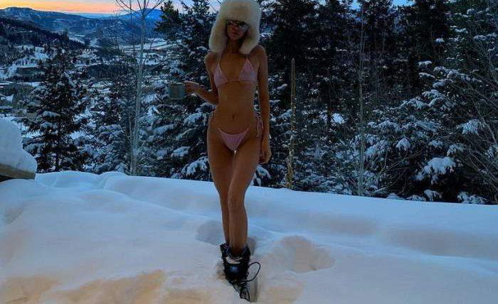 Модели на снегу