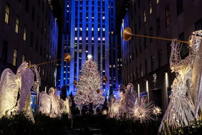 Рождественские украшения вокруг Рокфеллер-центра