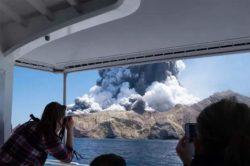 5 туристов погибли и до 25 пропали без вести из-за взрыва вулкана в Новой Зеландии