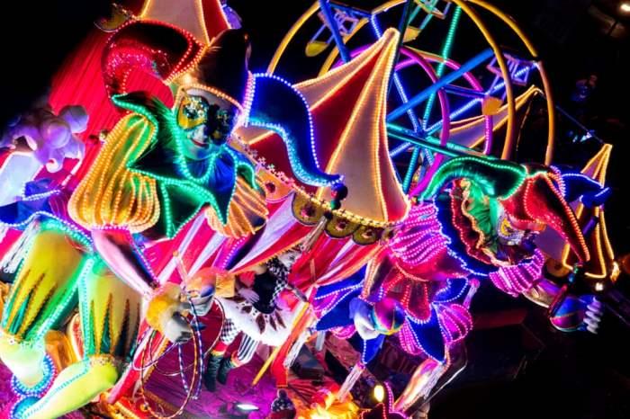 в параде фестиваля света