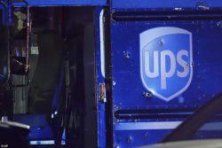 Полиция в США расстреляла угонщиков фургона службы доставки, заложника и свидетеля (ВИДЕО 18+)