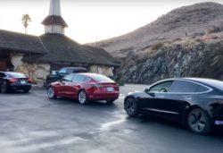 Очередь электромобилей Tesla на зарядку позабавила Сеть (ВИДЕО)