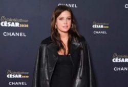 Адель Экзаркопулос сделала ставку на прозрачное платье во время Caesar 2020 в Париже