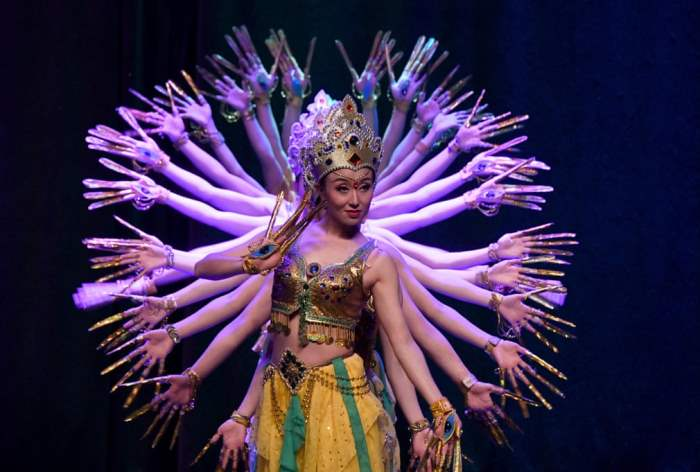 Китайское танцевальное и музыкальное представление