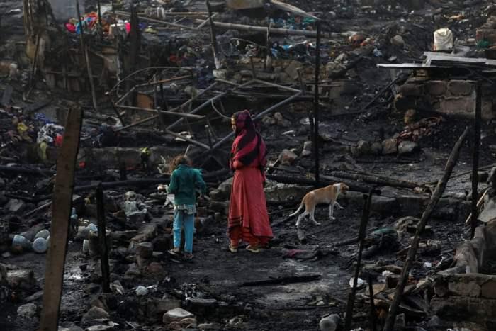 в трущобах вспыхнул пожар