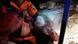 маму и ребенка спасли из-под завалов