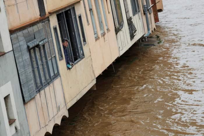 повышением уровня реки