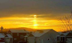 Чудесный солнечный столб наблюдали в Висконсине (8 ФОТО)