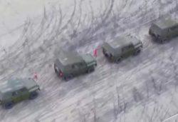 Китайских военных водителей учат экстремальной езде (ВИДЕО)