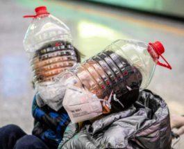 Дети носят импровизированные средства защиты лица