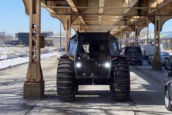 Кайнье Уэст поездил по улицам Чикаго на российском внедорожнике Sherp