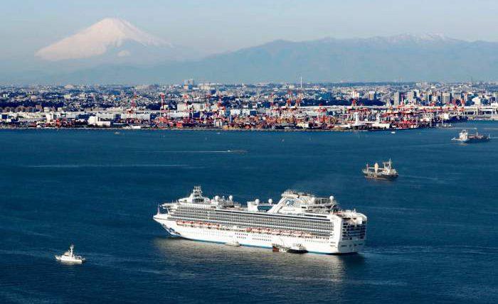 10 пассажиров лайнера заражены коронавирусом. Насудне оказались жители России