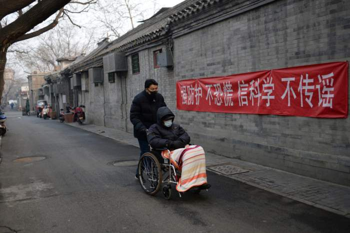 Пропагандистское знамя на пекинской улице