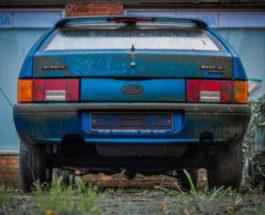 заброшенный автосалон с автомобилями ВАЗ