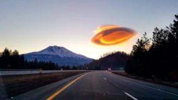 Над горой Шаста засняли необычное облако