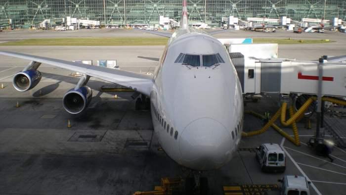 8 самолетов в Хитроу